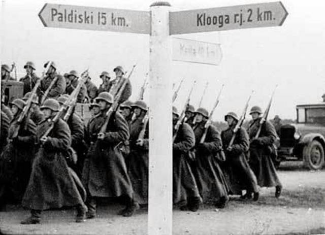 Chapter 17 Section 2 Hilter invades Poland