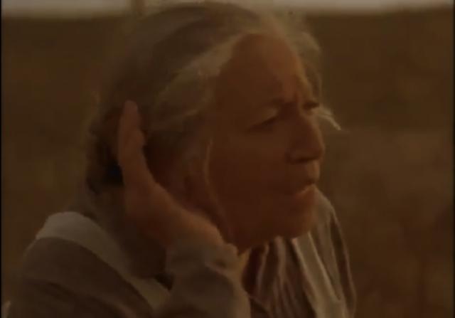 Nacha escucha Pedro que habla con su padre