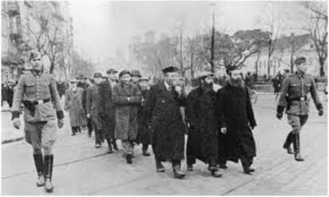 1938 Nazis begin rounding up Jews for labor camps