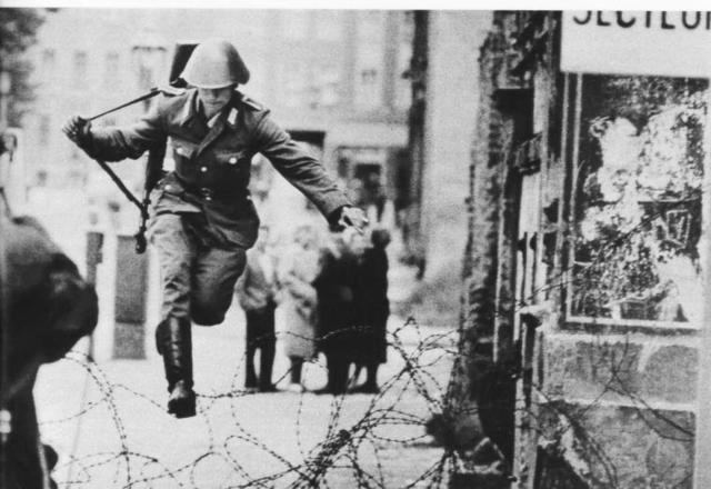 Berlin Wall rises