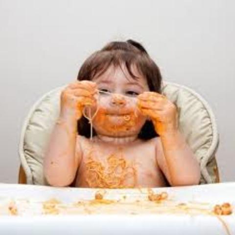 Cuando yo tenía dos años, yo mordía, yo hacía un desastre, y yo llevaba puesto un pañal.