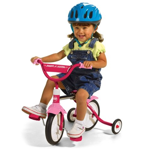 Cuando yo tenía cuatro años, yo me comportaba mal, yo me montaba en el triciclo, y yo cargía un oso de peluche.