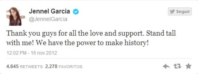 """""""Obrigado a vocês por todo o amor e apoio. Fique em pé comigo! Nós temos o poder de fazer história!"""""""