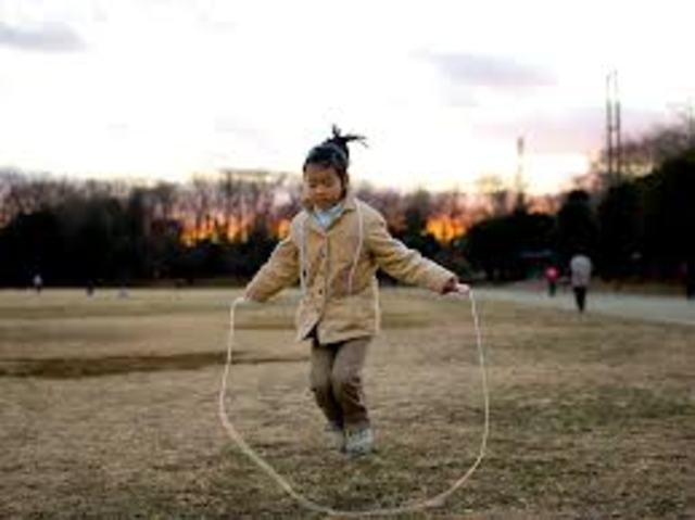 Cuando yo tenía seis años, yo saltaba la cuerda, yo coloría, y yo participartaba en Mostrar y Contar.