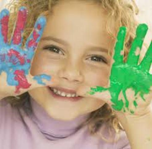 Cuando yo tenía once años, yo hacía joyería, yo pintaba con los dedos, y yo leía cuentos cortos.