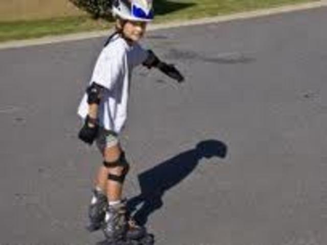 Cuando yo tenía doce años, yo resolvía rompecabezas, yo patinaba, y yo hacía ruedas de la carretera.