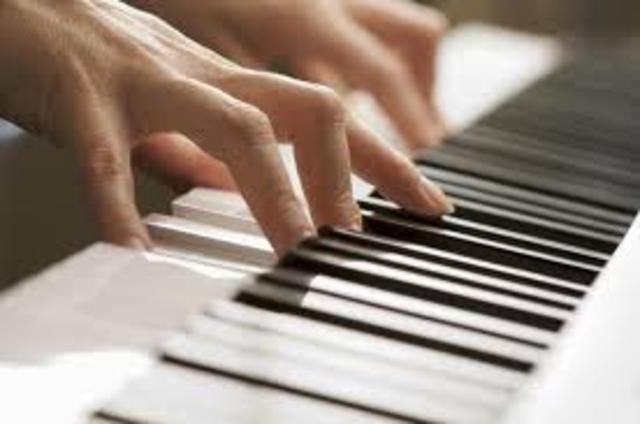 Cuando yo tenía catorce, yo tomé lecciones de piano, yo dibujía, y yo brincaba.