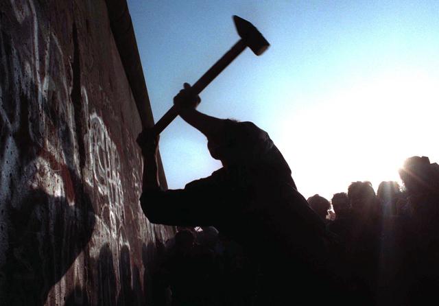 Berlen Wall is torn down