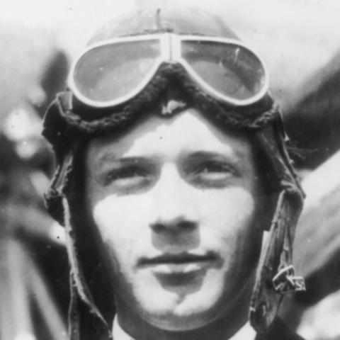 Charles Lindbergh makes first nonstop transatlantic flight