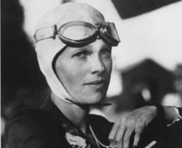 Amelia Earhart crosses the Atlantic in a solo flight
