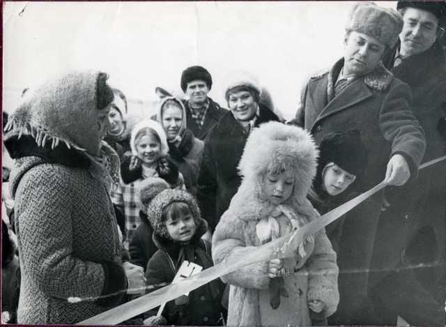 Долгожданный, торжественный  день новоселья 16 декабря 1976 года