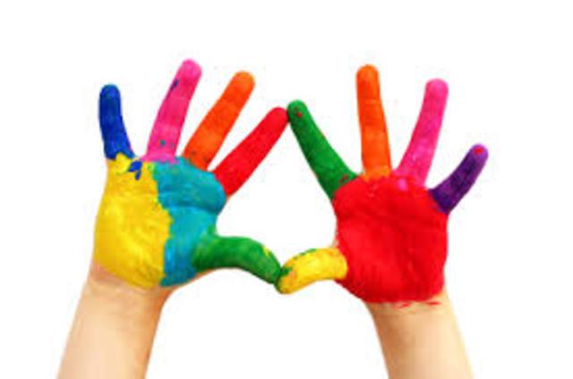 Cuando yo tenía diez años yo pintaba con los dedos, yo cantaba con mis amigas, y yo coloreaba fotos.