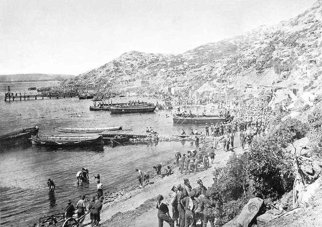 The last Australians are evacuated for gallipoli.