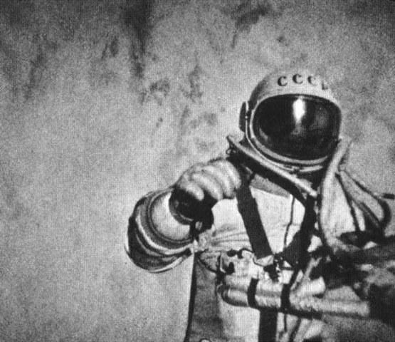 Pirmasis į atvirą kosmosą išėjo rusų kosmonautas Aleksejus Leonovas.