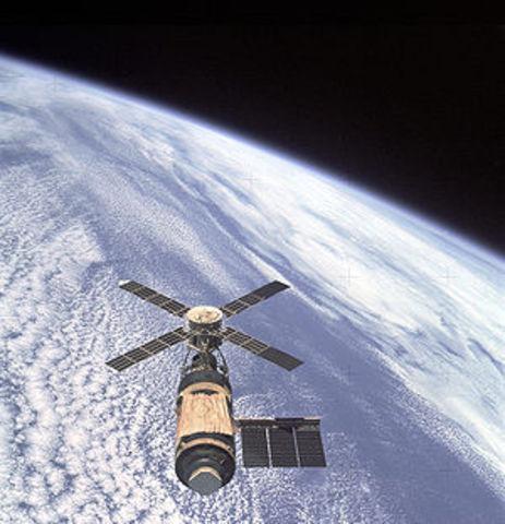 """Skylab"""" — Pirmoji NASA kosminė stotis, egzistavusi orbitoje aplink Žemę"""