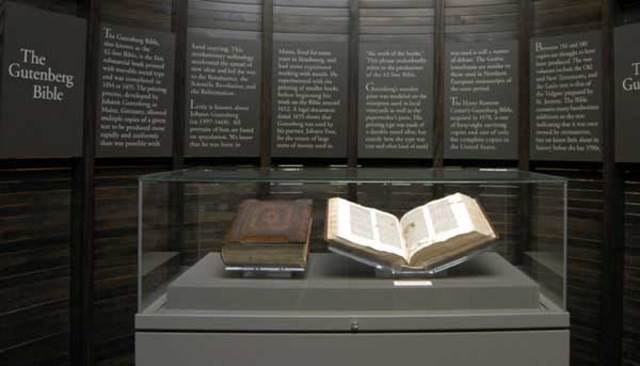 Gutemberg perfecciona la imprenta y la difunde en Europa. Biblia Mazarina
