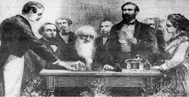Samuel Morse experimenta con el primer telégrafo moderno