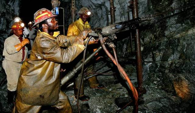 Diamond mining begins in South Africa