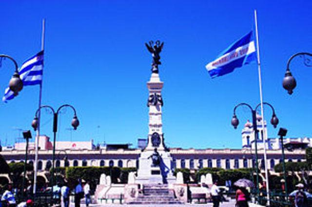 Primer movimiento en San Salvador