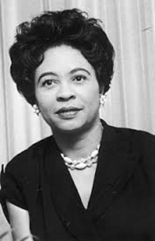 Daisy Bates meets mob in front of school