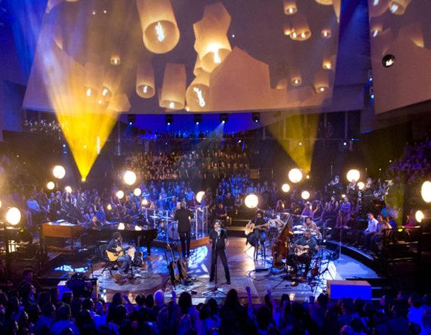 JUANES EN EL ESCENARIO DE MTV Unplugged