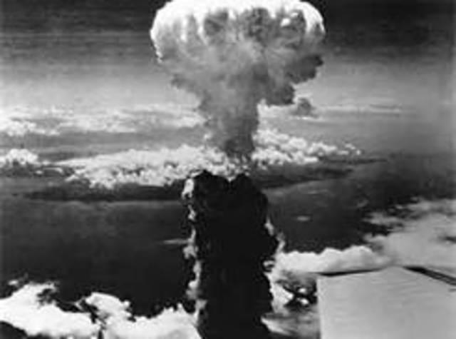 Atomic Bombs Dropped on Hiroshima & Nagasaki
