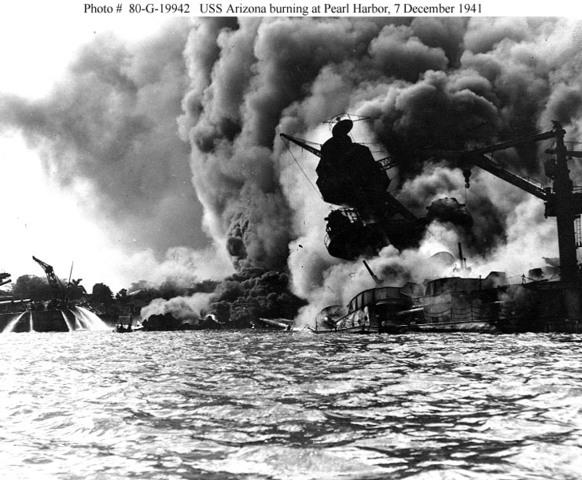 Japanese Bombs Pearl Harbor (Hawaii)