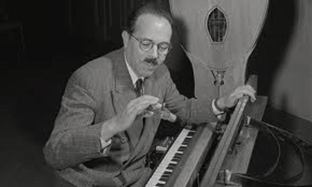 Ondes Martenot is invented