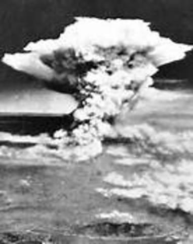Atomic bombs dropped on Hiroshima and Nagasaki