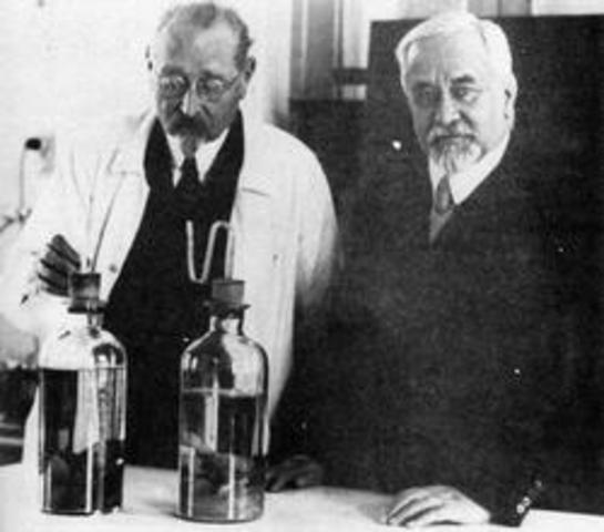 Albert Calmette (1863 - 1933) Camille Guérin (1872 - 1961)