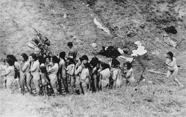 A German eyewitness observes SS mass murder
