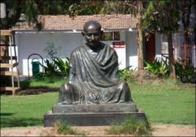 Ghandi find Satyagraha Ashram