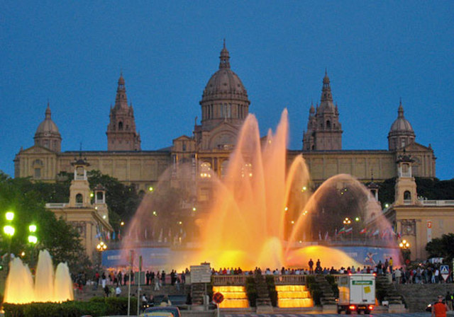 España está clasificado segundo más alto en ingresos turísticos