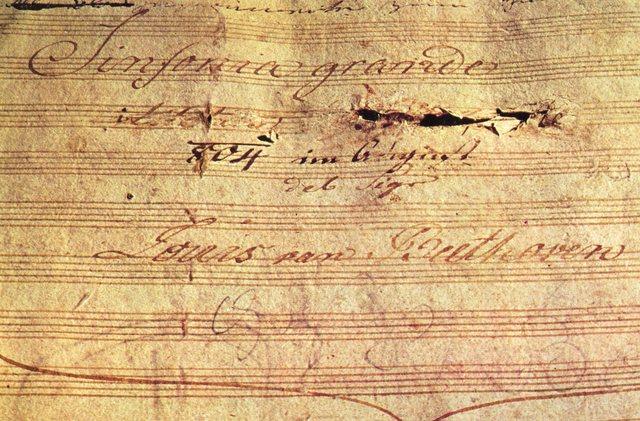 """מלחין את הסימפוניה ה-3, הארוכה והגדולה ביותר שנכתבה עד כה, כינה אותה """"ארואיקה"""" והקדיש אותה במקור לנפוליאון"""