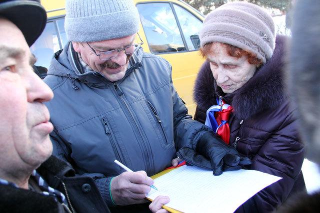 Продолжается сбор подписей в пользу главы города