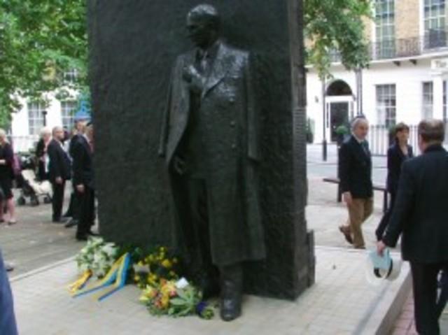Raoul Wallenberg memorial monument van Youssef