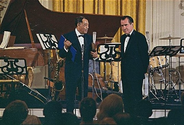 Duke Ellington Gets award from Nixion