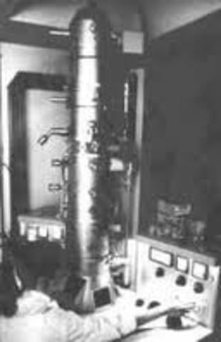 The invention of the electron microscope
