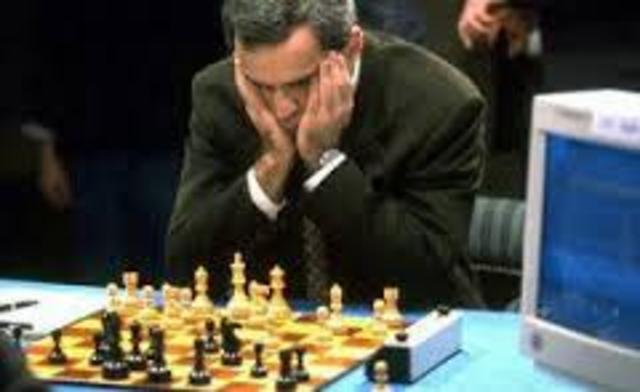 Una máquina lucha contra el hombre y gana (Big Blue gana al ajedrez al campeón mundial Kasparov)