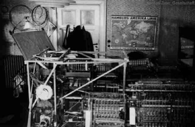 Konrad Zuse construye la primera de sus computadoras: la Z1.