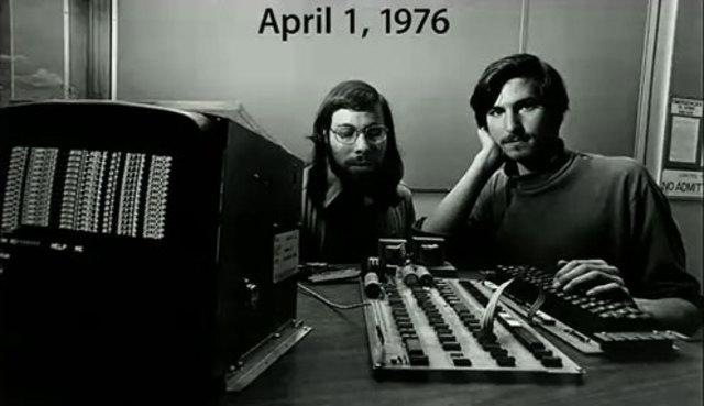Steve Jobs y Steve Wozniac fundan la Apple Computer, Inc.