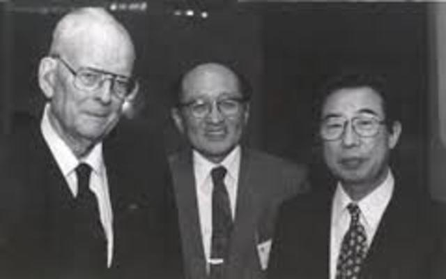 Deming inicia la ecuación de administradores industriales japoneses: Se inicia la enseñanza generalizada de los métodos de contro estadístico de calidad en Japón.
