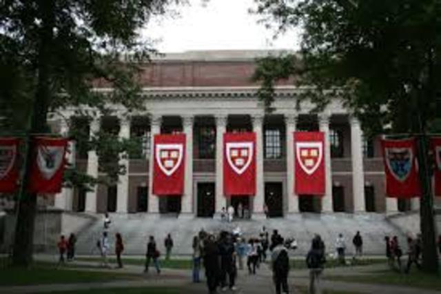 J'assiste à l'Université de Harvard pour la science médicale et loi