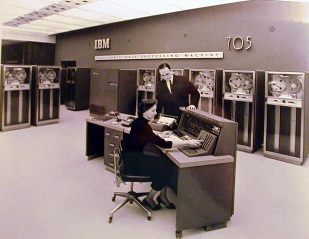 Fue introducido el IBM 705