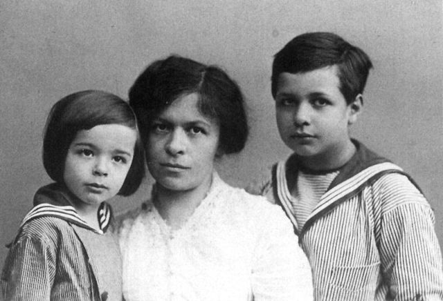 Mileva gave birth to Eduard.