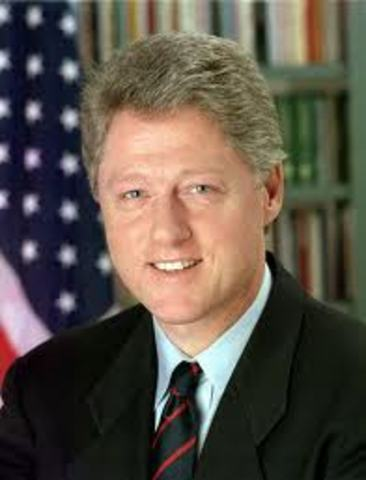 President Bill Clinton extends aid to Mexico