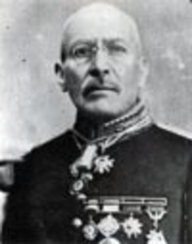 Victoriano Huerta renuncia a la presidencia y huye del país.