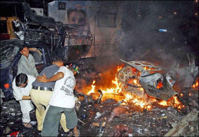Benzazir returns after 8 years of exile. Motocrade kills 139 people,