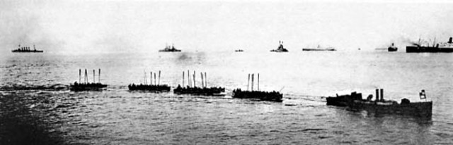 2:55 the ANZAC covering force are just about to get towed to shore