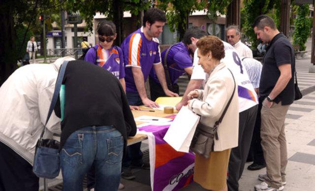 Las peñas convocan manifestación y recogen firmas